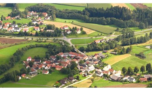 Blick auf den südlich gelegenen Ortsteil Riglasreuth